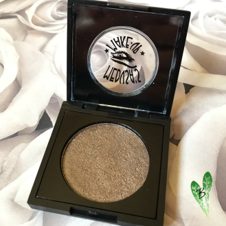 Medusa's Makeup Totally Baked Eyeshadow in the shade Bodacious